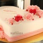"""Свадебный торт """"Сердце в розах """""""